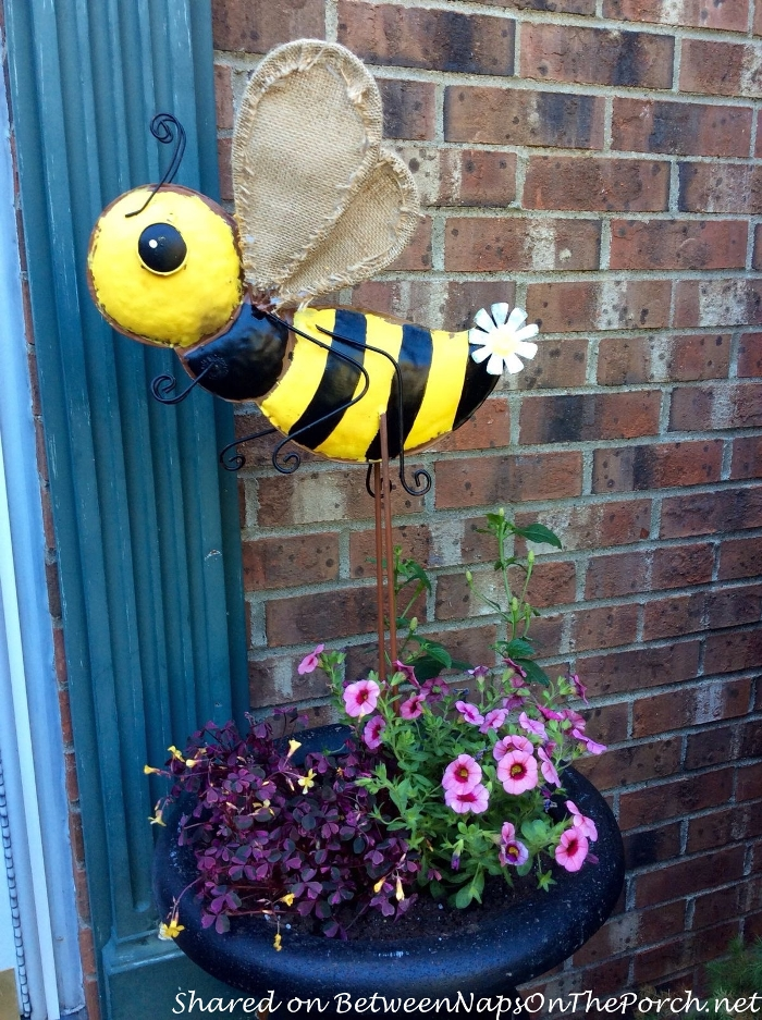 3 Adorable Bee Themed Wreaths For Spring