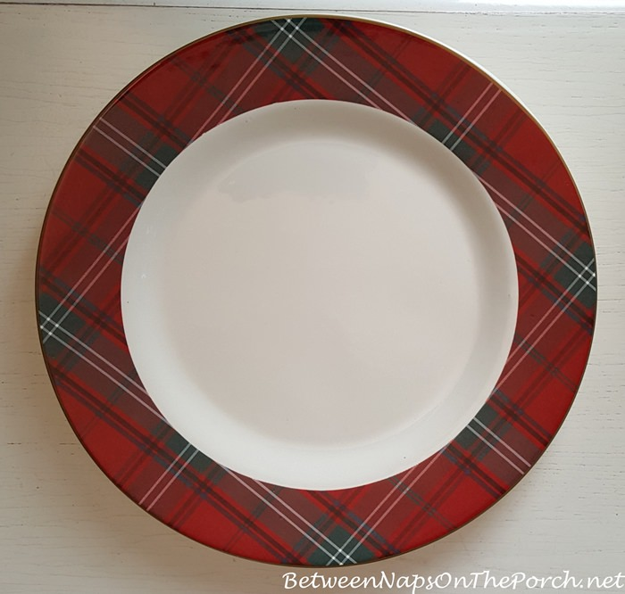 I love plaid dishware and had purchased dinner plates in the exact same pattern the year before so I was thrilled to add the chargers to my collection. & 17 Charger Plate Ideas for Your Next Dinner Party