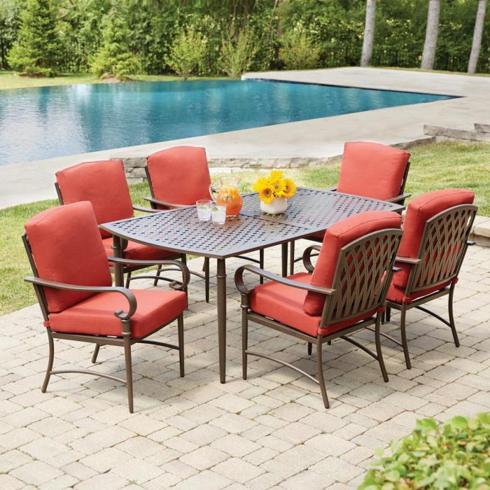Oak Cliff Deck & Patio Dining Set