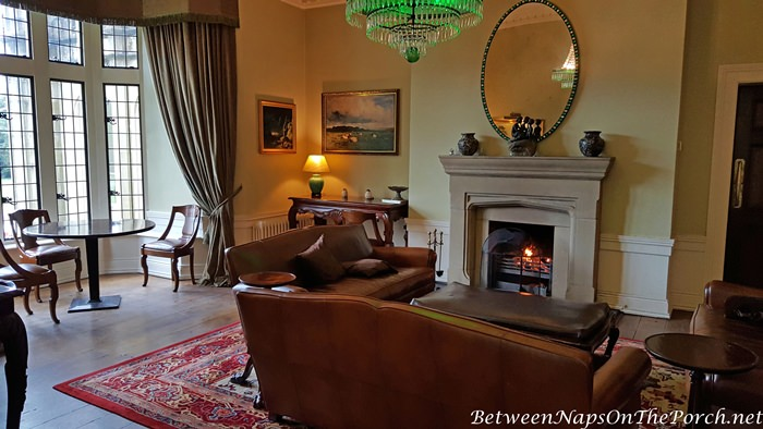 Lough Eske Castle, Cozy Living Room with Fireplace