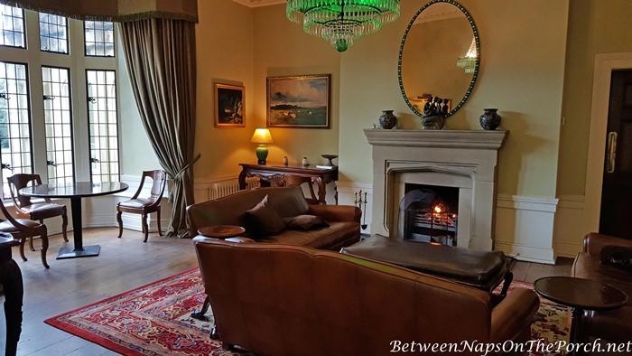 Lough Eske Castle, Cozy Living Room with Fireplace