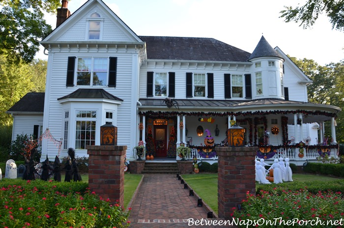 Victorian Home Decorated for Halloween, 2017