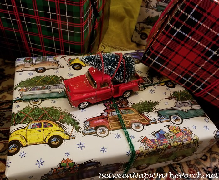 Christmas Vacation Wrapping Paper, Bringing Home The Tree