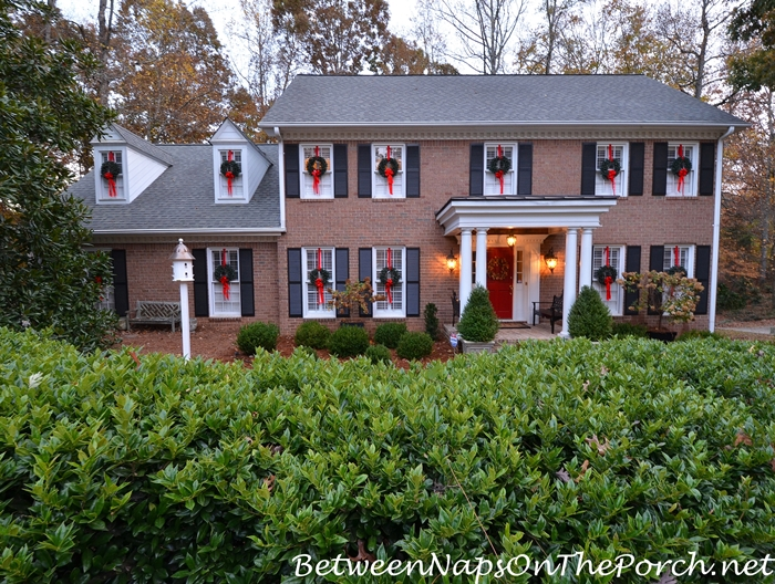 Easy Way to Hang Wreaths on Exterior Windows for Christmas