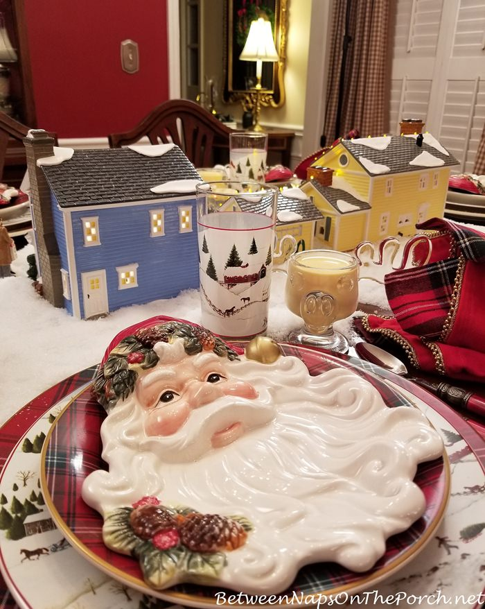 Santa Plates for a Christmas Tablescape