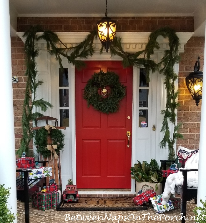 A Fantasy Christmas, Decorating the Porch