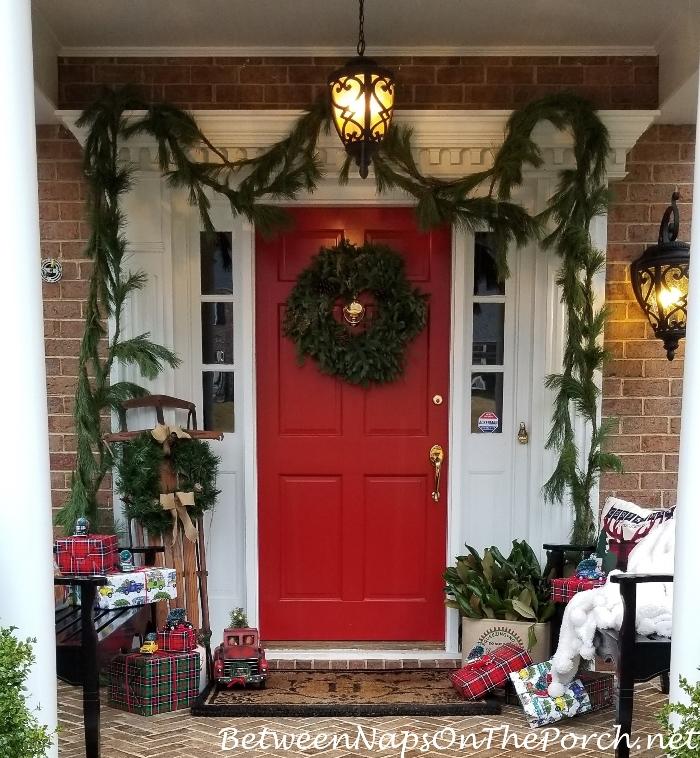 A Fantasy Christmas, Decorating the Porch
