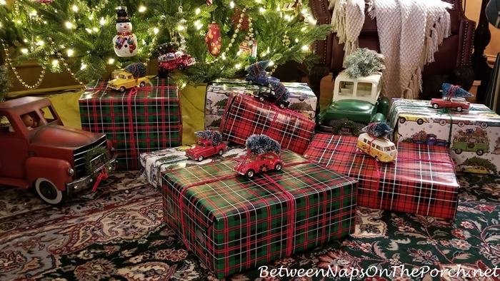 Christmas Gift Wrapping Idea with Vintage Cars & Christmas Trees