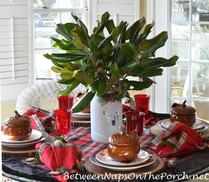 Christmas Table Setting, Magnolia Centerpiece