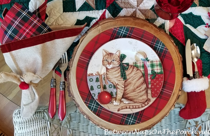 David Carter Brown Christmas Dinnerware, Christmas Kitties, Bark Edged Chargers