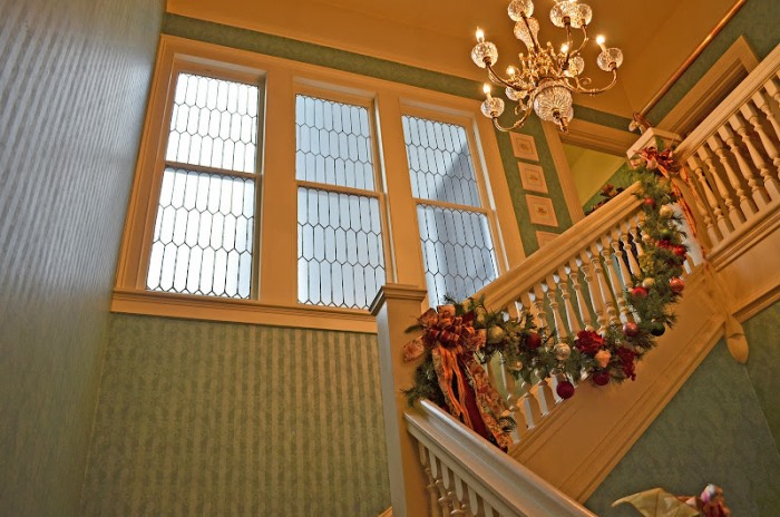 Blue Damask Wallpaper for Stairway