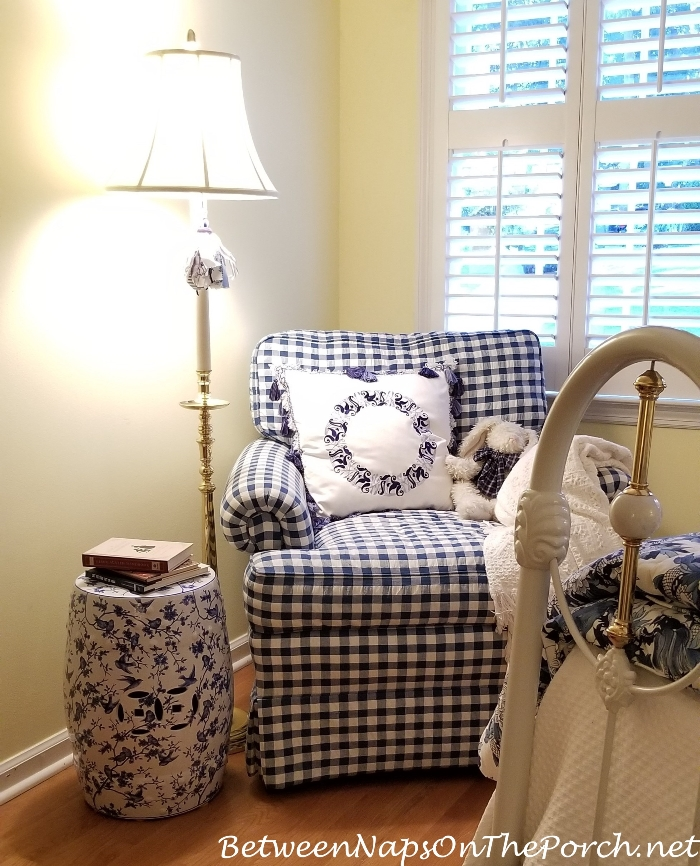 Blue and White Garden Seat for Blue and White Bedroom