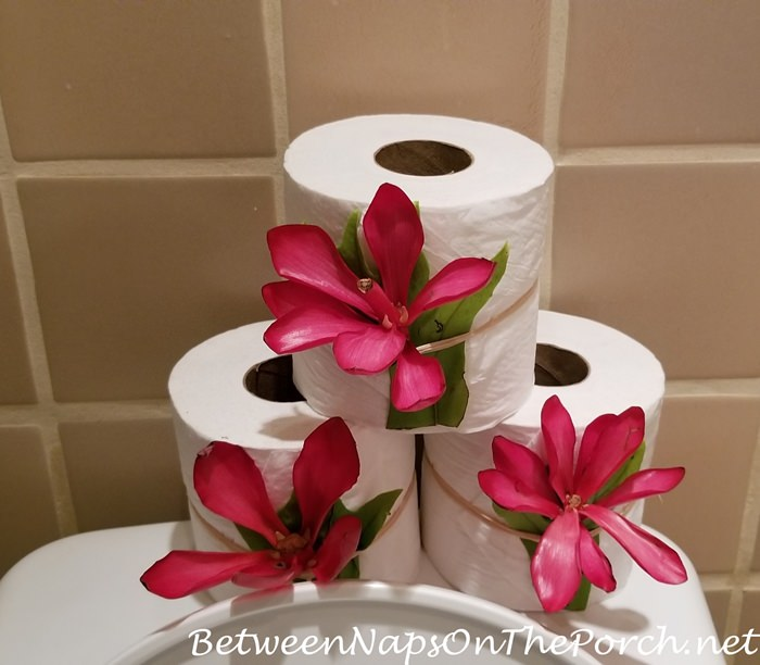 TP Decorated with Flowers in Mama's Fish House