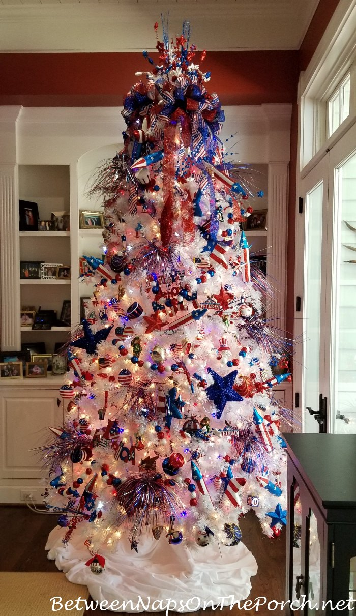 4th of July Tree, Decorate a tree for Independence Day