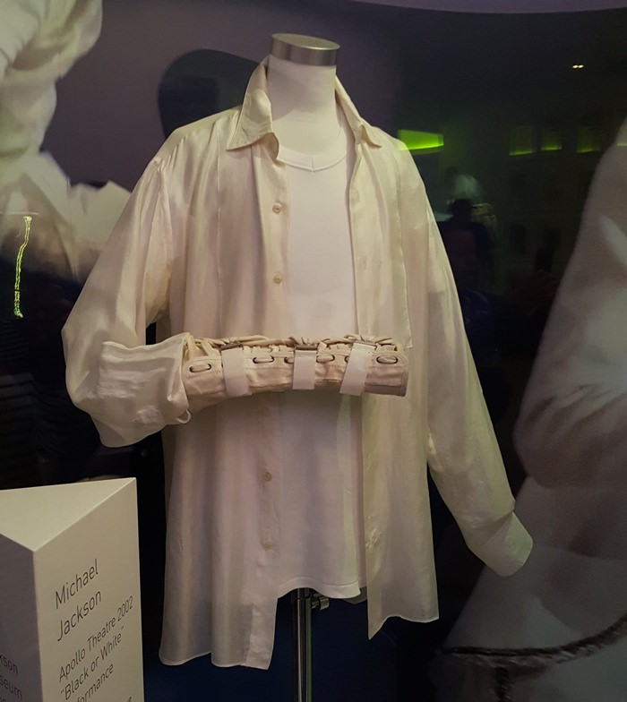 Michael Jackson's Silk Shirt Worn During Performance of Song, Black or White at the Apollo, 2002
