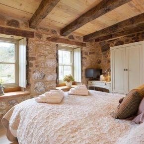 Lovely Bedroom in historic The Bastle