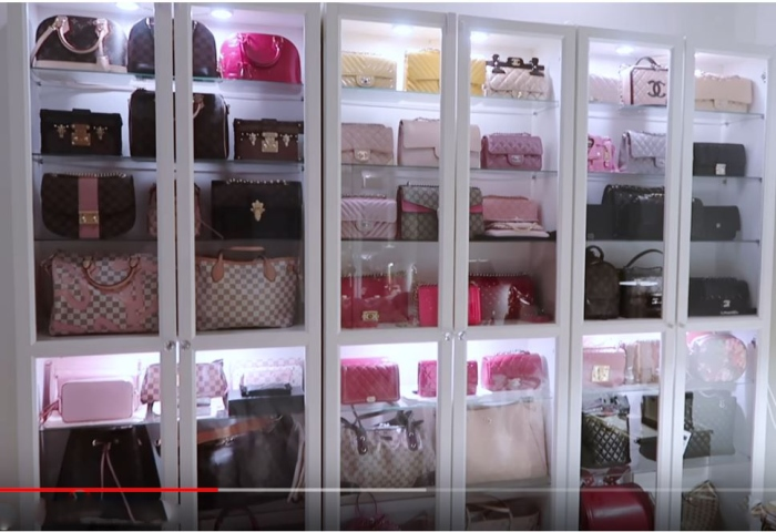 Beautiful Storage Idea for Handbags-Plus, All the Details ...