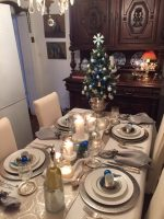 2 Beautiful Christmas Table Settings: Elegant in Silver, Festive in Red