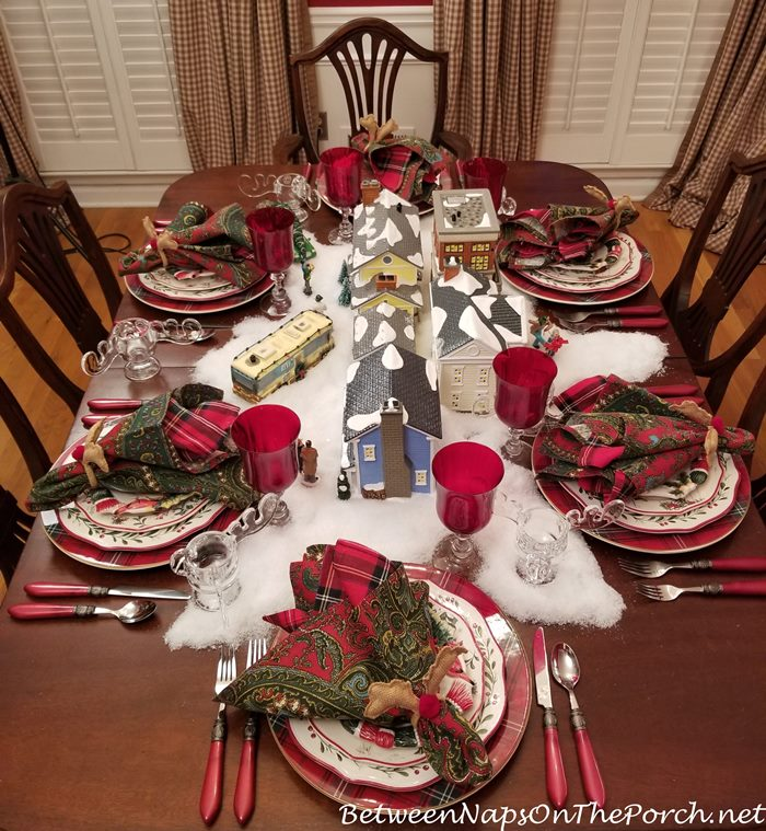 Christmas Table, Christmas Vacation Movie Theme
