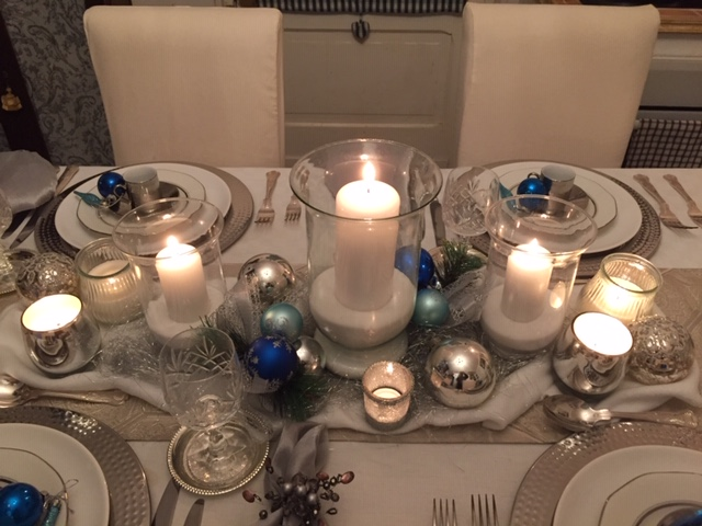 Christmas Tablescape in White & Silver