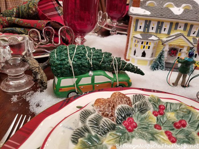 Christmas Vacation, Clark's Christmas Tree