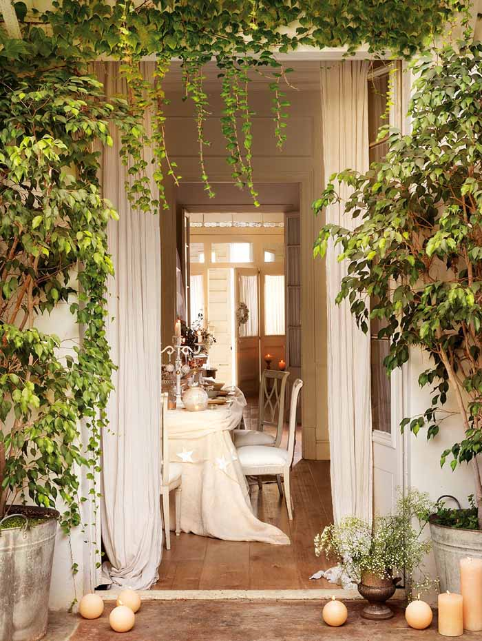 Romantic Dinner Party In White and Cream