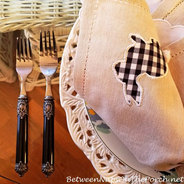 Elegant Black-Handle Flatware