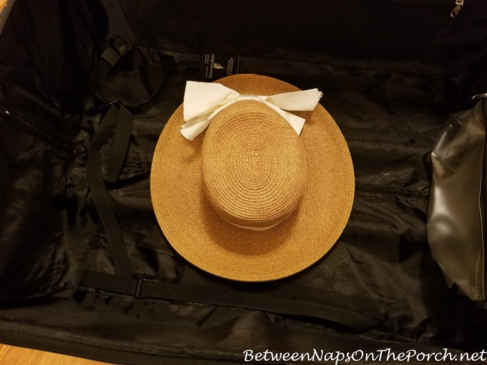 How to Pack Hat in Suitcase When Traveling
