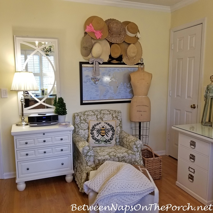 Reading Corner with Hat Storage, Travel List Bucket Map