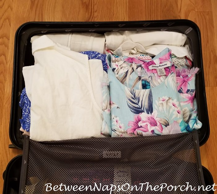 What does Away Bigger Carry-on Bag Hold