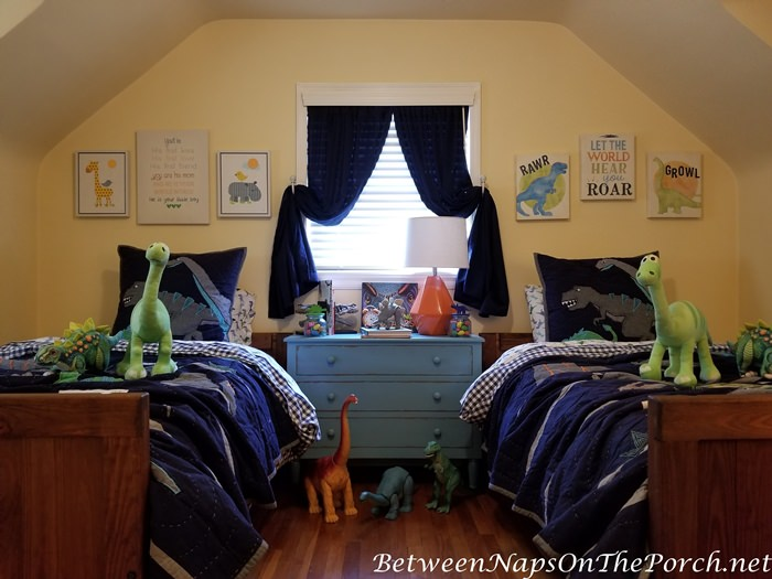 Boy's Bedroom, Dinosaur Theme, Blue Chest