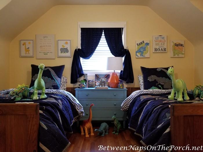 Boy's Bedroom, Dinosaur Theme, Blue Chest