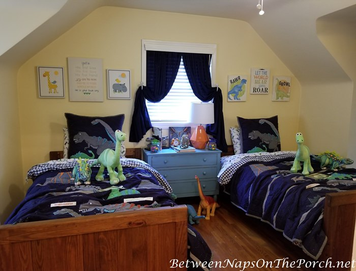 Decorate a Dinosaur Themed Bedroom