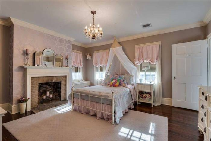 Pretty Girl's Bedroom, Historical Home
