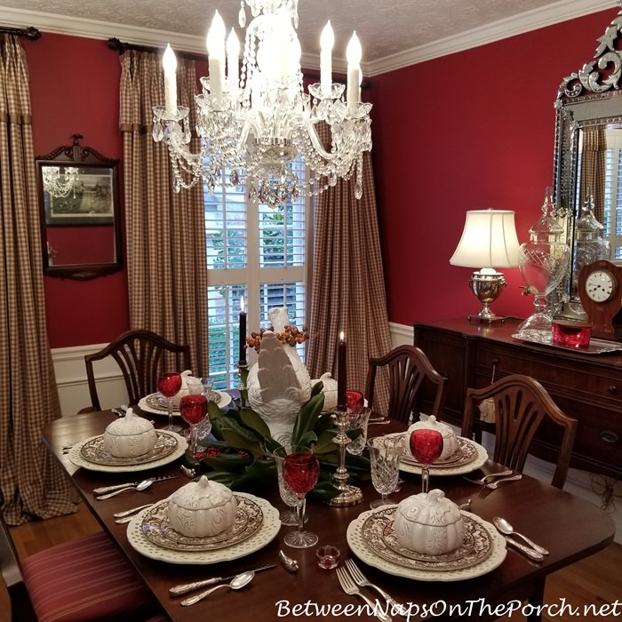 Red Dining Room for Thanksgiving Dining