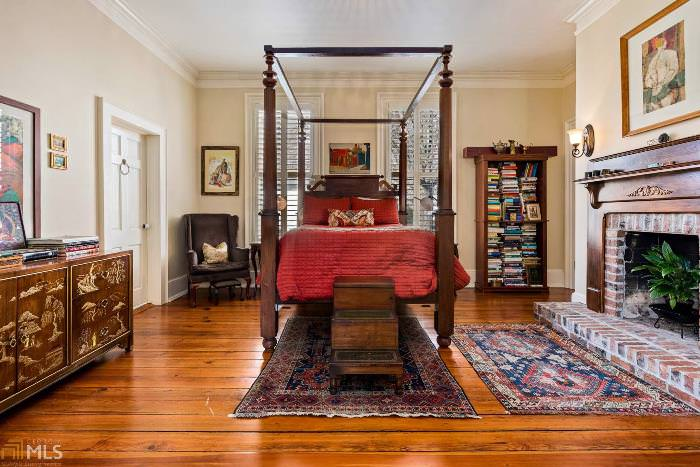 4 poster bed in beautiful southern home