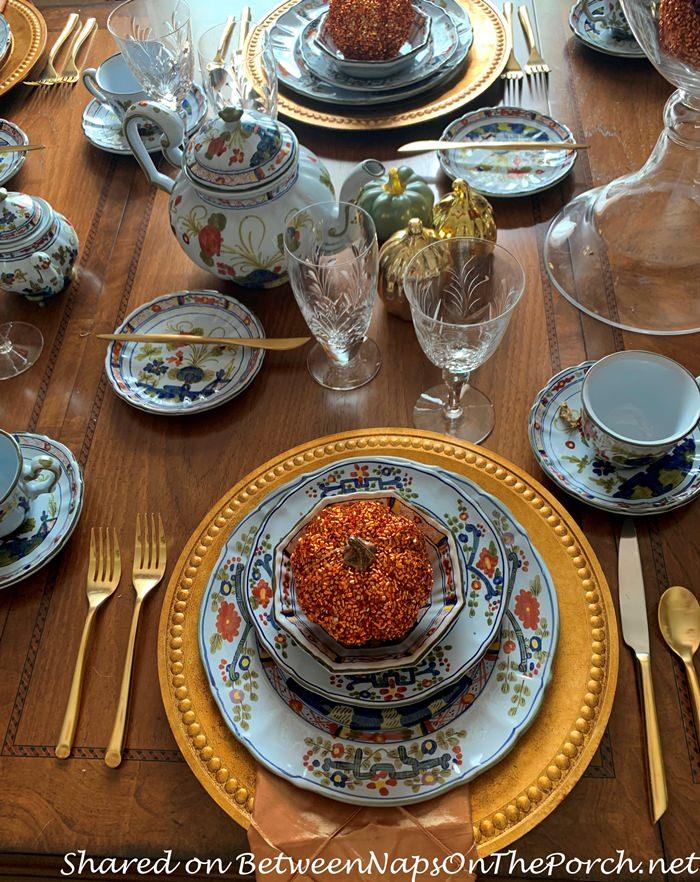 Beautiful Table Setting with Faenza Garofano Carnation
