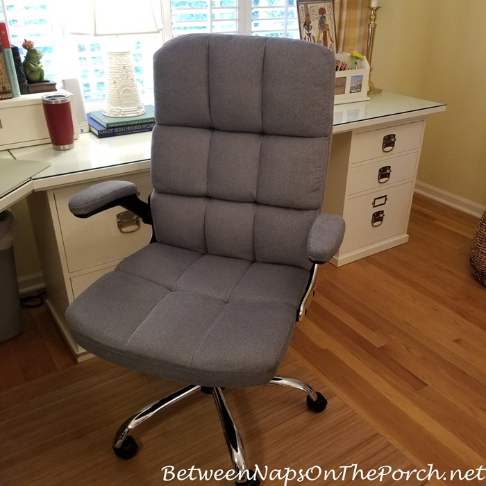 Comfortable Office Chair with Arms that Raise Up When Needed