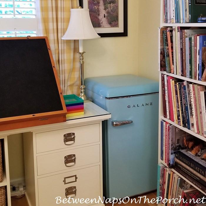 Retro Refrigerator for Home Office, Bedroom or Dorm Room