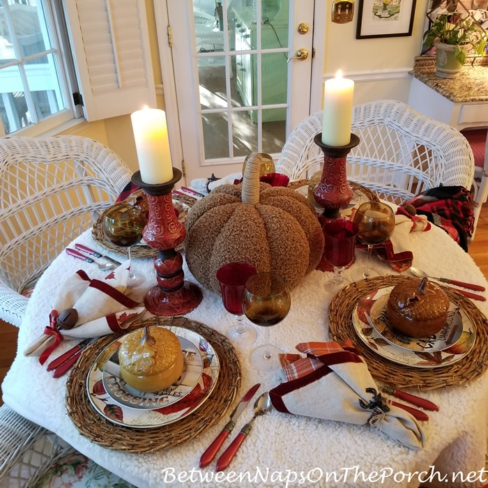 Woolly Tablecloth for an Autumn Table