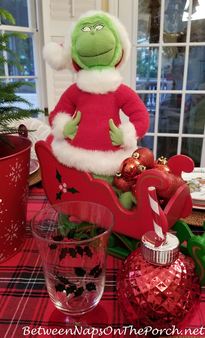 Christmas Grinch Table Setting with Grinch Centerpiece