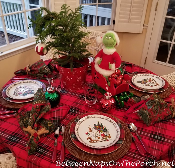 Grinch Christmas Table in Tartan, Grinch Salad Plates