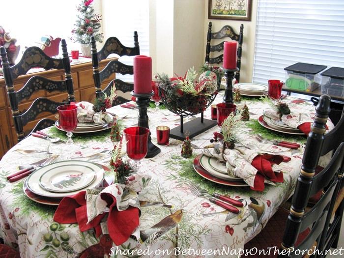 Christmas Table with Bird Theme