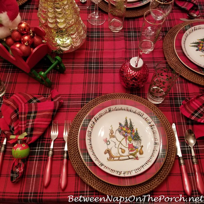Plaid Chargers, Grinch Stole Christmas Plates, Ornament Glasses