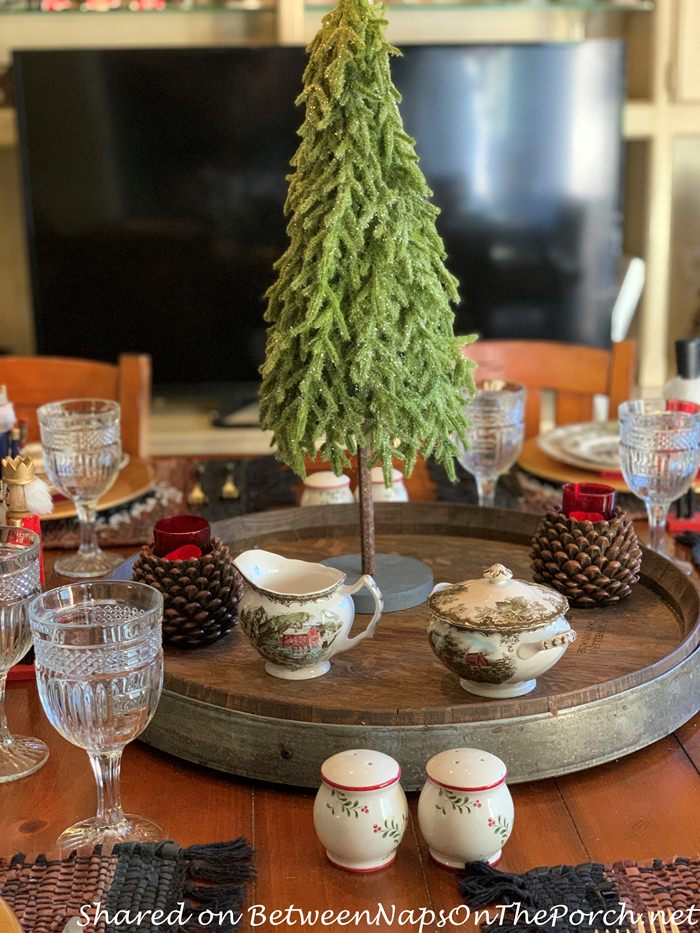 Simple Christmas Centerpiece for a Cozy Christmas Dinner