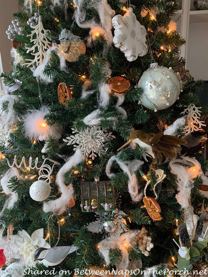Beautiful Winter Ornaments for a Winter Tree