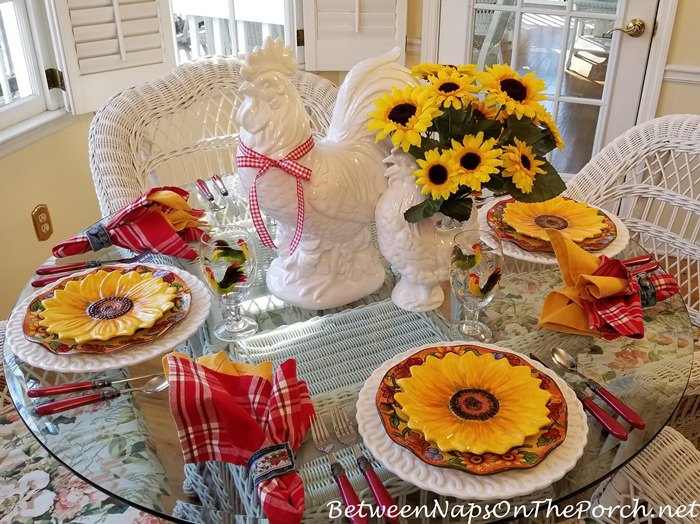 Sumshine Table Setting, Sunflowers, Rooster, Sunflower Plates