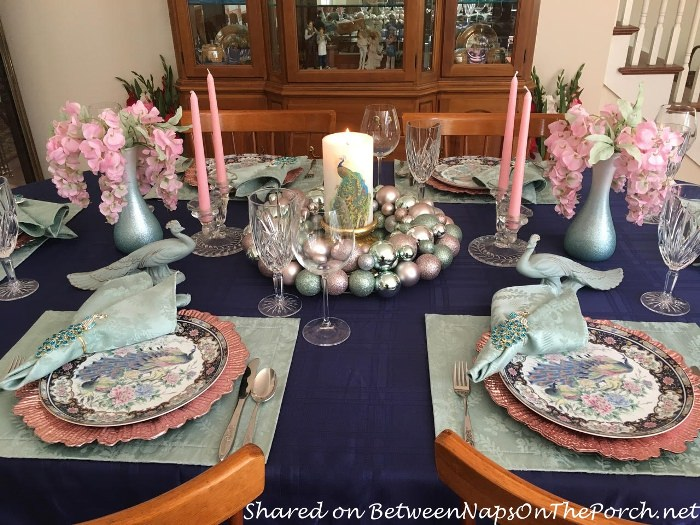 Peacock Themed Table in Pastel Colors