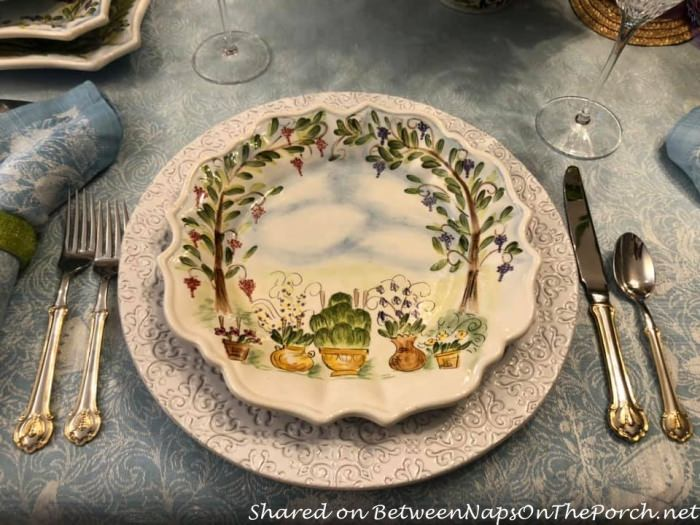 Ma Maison round place setting round dinner plate on round charger plate