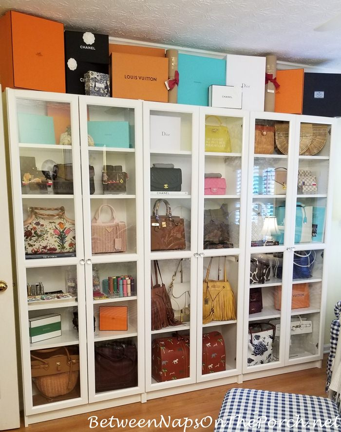 Display handbags when not in use